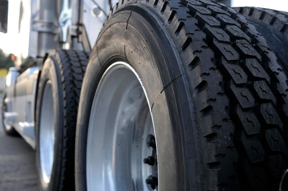 lt vs st tires